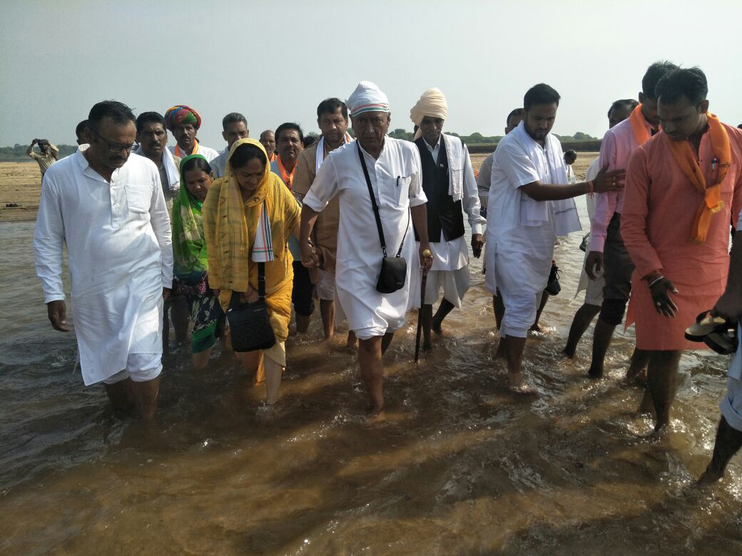 Latest Images from Digvijaya Singh's Narmada Parikrama